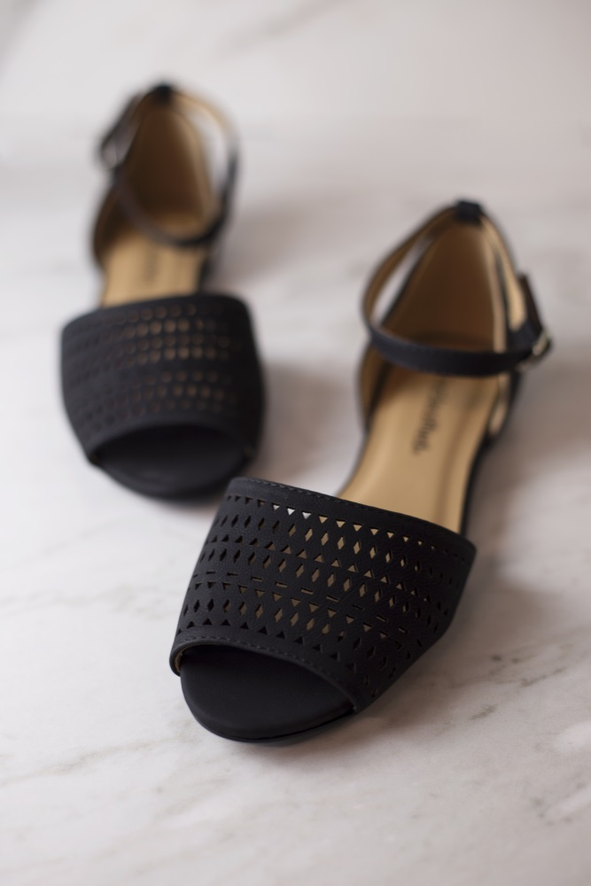 sort closed toe flats with ankle strap