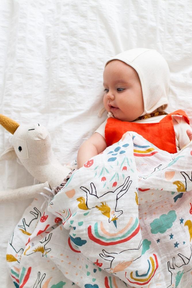 100/% Cotton Muslin Baby Swaddle Blanket Multi-use XLUnicorns /& Rainbows